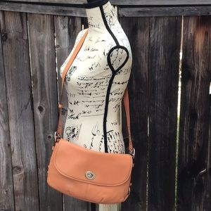 Preowned Dufle Flap Leather Hobo Bag #E1069-F15170